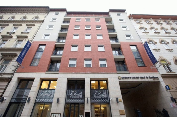Bilde av hotellet Queens Court Hotel and Residence - nummer 1 av 16